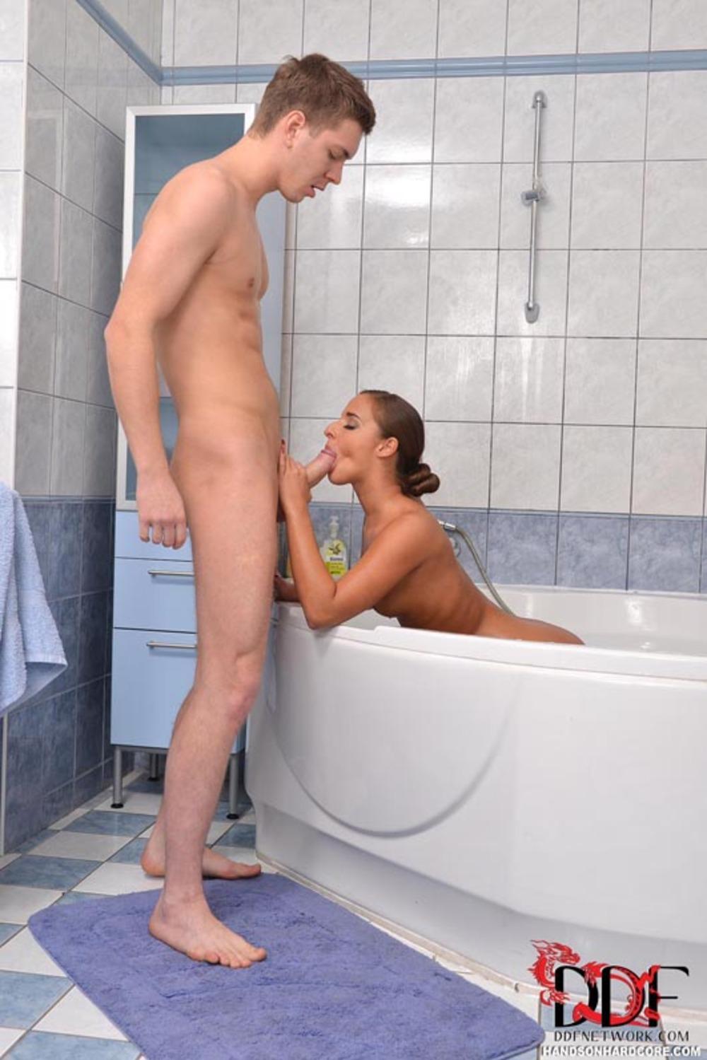 Секс в горячей ванне одной 4 фотография